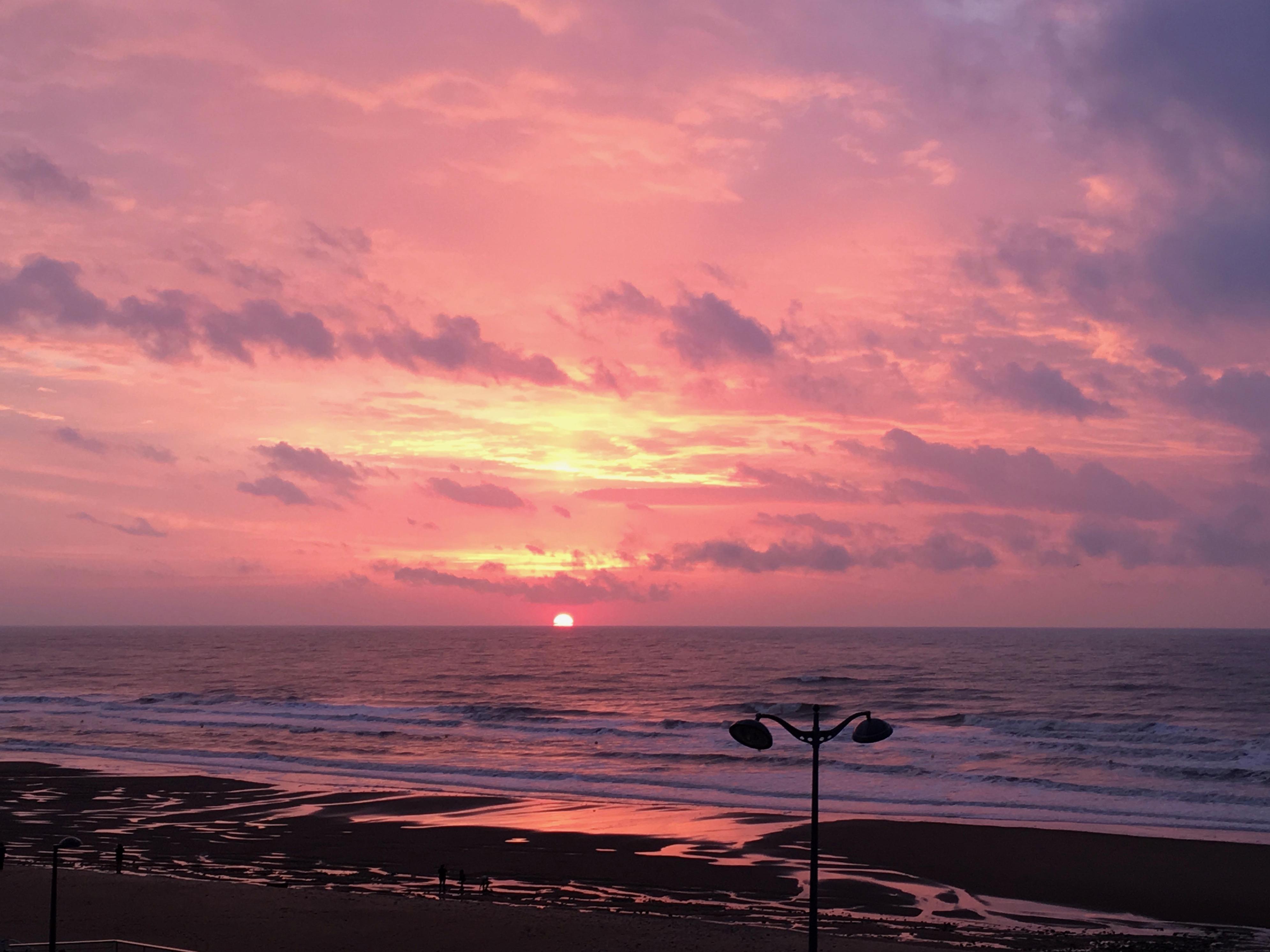 Coucher de soleil dans la mer face à l'Hôtel Outre-Mer (Villa Le Couchant)