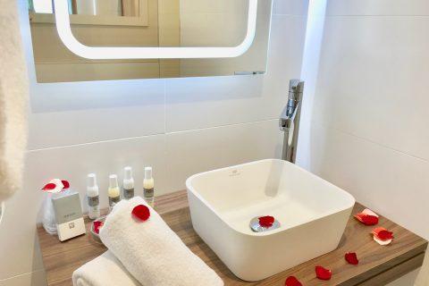 Hôtel Outre-Mer (Villa Le Couchant) - Roses salle d'eau Suite Promenade sur les planches de Deauville