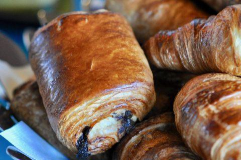 Petit déjeuner de l'Hôtel Outre-Mer (Villa Le Couchant) : Viennoiseries au beurre d'Isigny