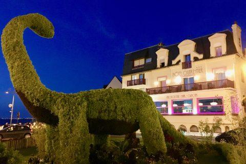 L'hôtel Outre-Mer (Villa Le Couchant) : façade illuminé la nuit
