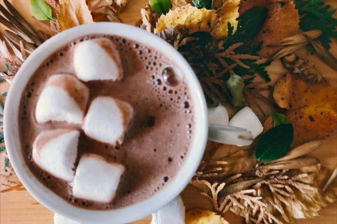 Séjour cocooning : Chocolat chaud maison au salon de thé de l'Hôtel Outre-Mer (Villa Le Couchant)
