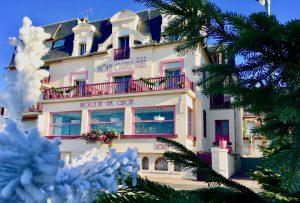 Décoration de la façade de l'Hôtel Outre-Mer (Villa Le Couchant) pour Noël