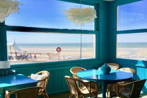Salon de thé ensoleillé vue sur mer de l'Hôtel Outre-Mer (Villa Le couchant)
