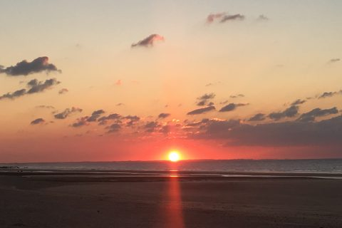 Coucher de soleil dans la mer vu depuis l'Hôtel Outre-Mer (Villa Le Couchant)