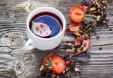 Thé aux fruits rouges au salon de thé de l'Hôtel Outre-Mer (Villa Le couchant)