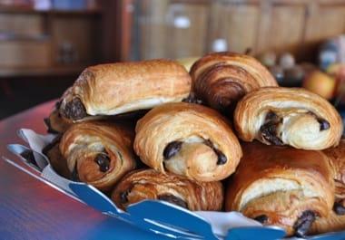 Petit déjeuner normand à l'Hôtel Outre-Mer (Villa Le Couchant): viennoiseries au beurre d'Isigny