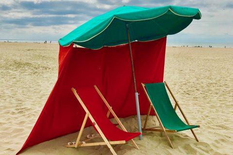 Transats et parasol deauvillais