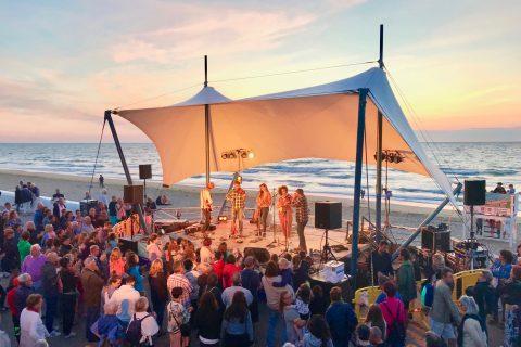 Festival de musique Sable Show à Villers sur Mer face à l'Hotel Outre-Mer (Villa Le Couchant)