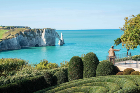 Etretat, ses falaises et ses jardins néo-futuristes