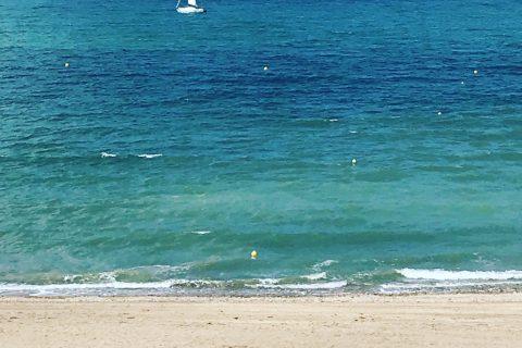 Voilier et cabines de plage à Villers sur Mer